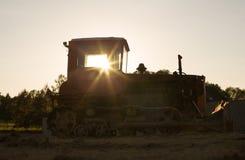 Gammal grävskopa, bulldozer royaltyfria foton
