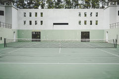 Gammal grön coliseum, tennisbana Arkivbilder