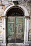 Gammal grön dörr Royaltyfri Bild