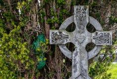 Gammal gravsten för celtic kors Royaltyfria Foton