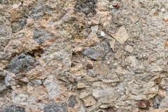 Gammal gropig textur av en forntida stenvägg Royaltyfri Foto