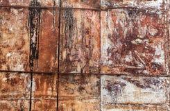 Gammal grungemetallvägg med rostbakgrundstextur Royaltyfri Fotografi
