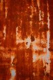 Gammal Grungy och smutsig röd rostig bakgrund för textur för metallark Royaltyfri Foto