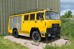 Gammal gul firetruck Royaltyfri Fotografi