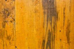 Gammal gul målad textur för träplankabakgrund royaltyfri fotografi
