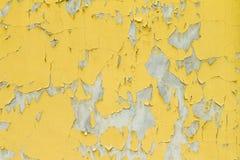 Gammal gul målarfärgvägg Arkivbild