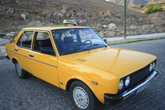 Gammal gul taxi Royaltyfria Bilder