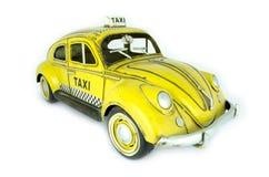 Gammal gul taximodell Royaltyfri Bild