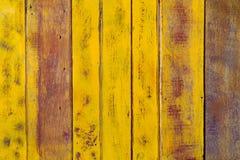 Gammal gul wood väggtextur Royaltyfria Bilder