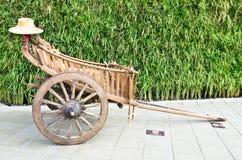 Gammal häst tecknad vagn Arkivfoto