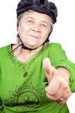 gammal hög kvinna för säker cyklist royaltyfri bild