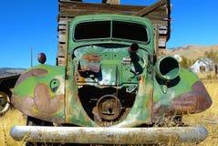 gammal hackalastbil upp Arkivbilder
