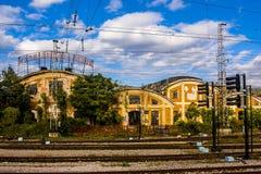 Gammal halva-förstörd byggnad av ett järnväg företag i Sofia/Bulgarien/10 01 2015/, arkivbild