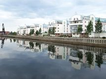 Gammal hamn och nytt hus Royaltyfria Bilder