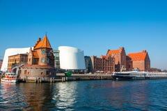 Gammal Hanseatic stad Sikt fr?n hamnen royaltyfri bild
