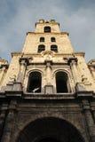 Gammal havannacigarr, Kuba: Kyrka och kloster av San Francisco de Asis Royaltyfria Foton
