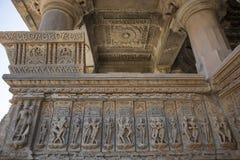 Gammal hinduisk SAS-Bahu tempel i Rajasthan, nära Udaipur, Indien arkivfoto