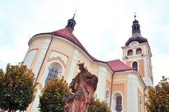 Gammal historisk kyrka i den Horice staden Fotografering för Bildbyråer