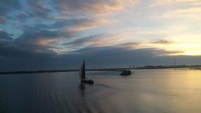 Gammal holländare seglar skeppet Arkivfoton