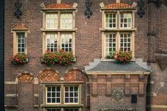 Gammal holländsk byggnad i Amsterdam Fotografering för Bildbyråer