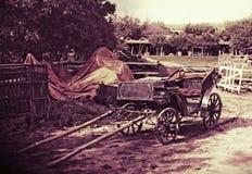 Gammal hästvagn, Moldavien Arkivfoto