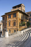 Gammal hus och del av de spanska momenten, Rome Arkivbilder