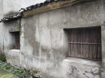 Gammal husbakgrund i den Kina byn royaltyfria bilder