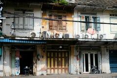 Gammal husbyggnad i Thailand arkivfoto