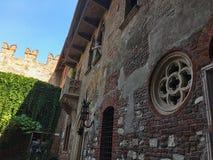 gammal husvägg i Italien arkivbilder