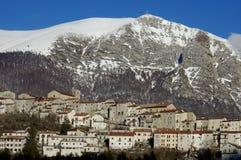 Gammal by i centrala apennines, Italien Arkivfoto