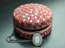 Gammal indisk smyckenask Arkivfoto