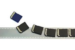 Gammal isolerade film och moderna digitala överenskommelseSD-kort Royaltyfri Bild