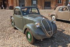 Gammal italiensk bil Fiat 500 B Topolino (1949) Fotografering för Bildbyråer