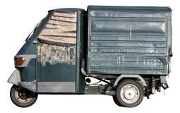 Gammal italiensk bil som parkeras som isoleras på vit Fotografering för Bildbyråer