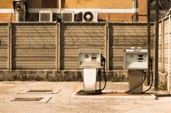 Gammal italiensk bränslepump - diesel- pump Royaltyfri Bild