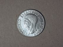 Gammal italiensk Lira med den Vittorio Emanuele III konungen Arkivbilder