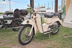 Gammal italiensk sparkcykel Aermacchi Zeffiro 150 (1956) Royaltyfria Foton