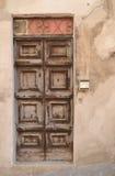 Gammal italiensk ytterdörr Arkivfoto