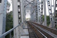 Gammal järnväg utanför staden Royaltyfria Foton