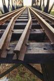 Gammal järnväg viadukt i Thailand Arkivbilder