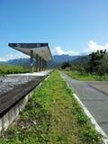 Gammal järnvägomvänd till cykelbanan Arkivfoton