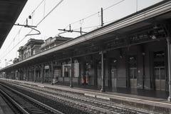 Gammal järnvägsstation i Italien europa royaltyfria foton