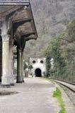 Gammal järnvägsstation i Psyrdzkha, nya Athos, Abchazien Arkivbilder