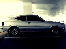 Gammal japansk bilparkering i byggnad Royaltyfria Bilder