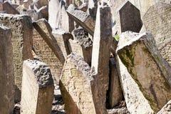 Gammal judisk kyrkogård i Prague gravstencloseup arkivfoto
