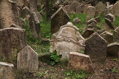 Gammal judisk kyrkogård i Prague, Tjeckien Royaltyfria Foton