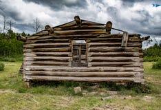 Gammal kabin i Wyoming Arkivfoton