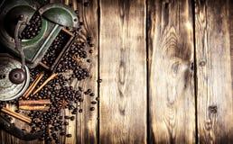 Gammal kaffegrinder Fotografering för Bildbyråer