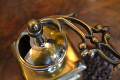 Gammal kaffegrinder Arkivbild