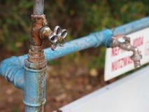 Gammal kallt vattenvattenkran Royaltyfri Bild